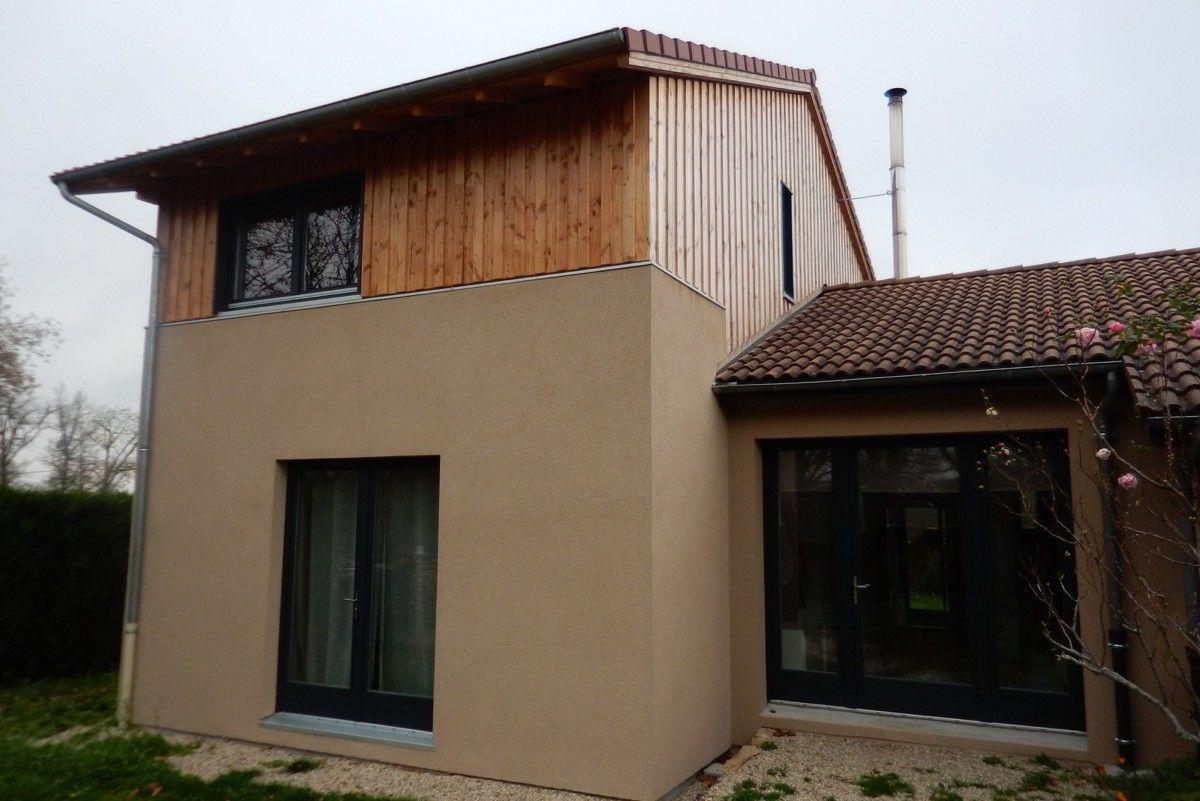 Maison en bois à deux étages