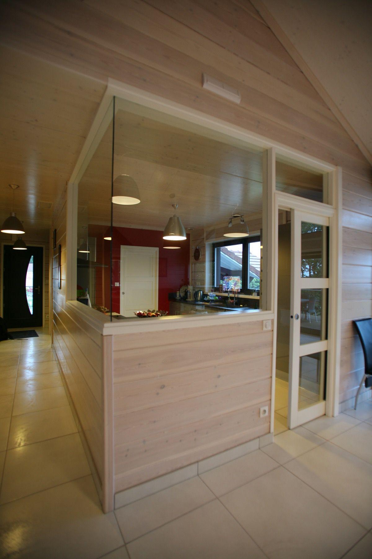 Intérieur vitré d'une maison en bois