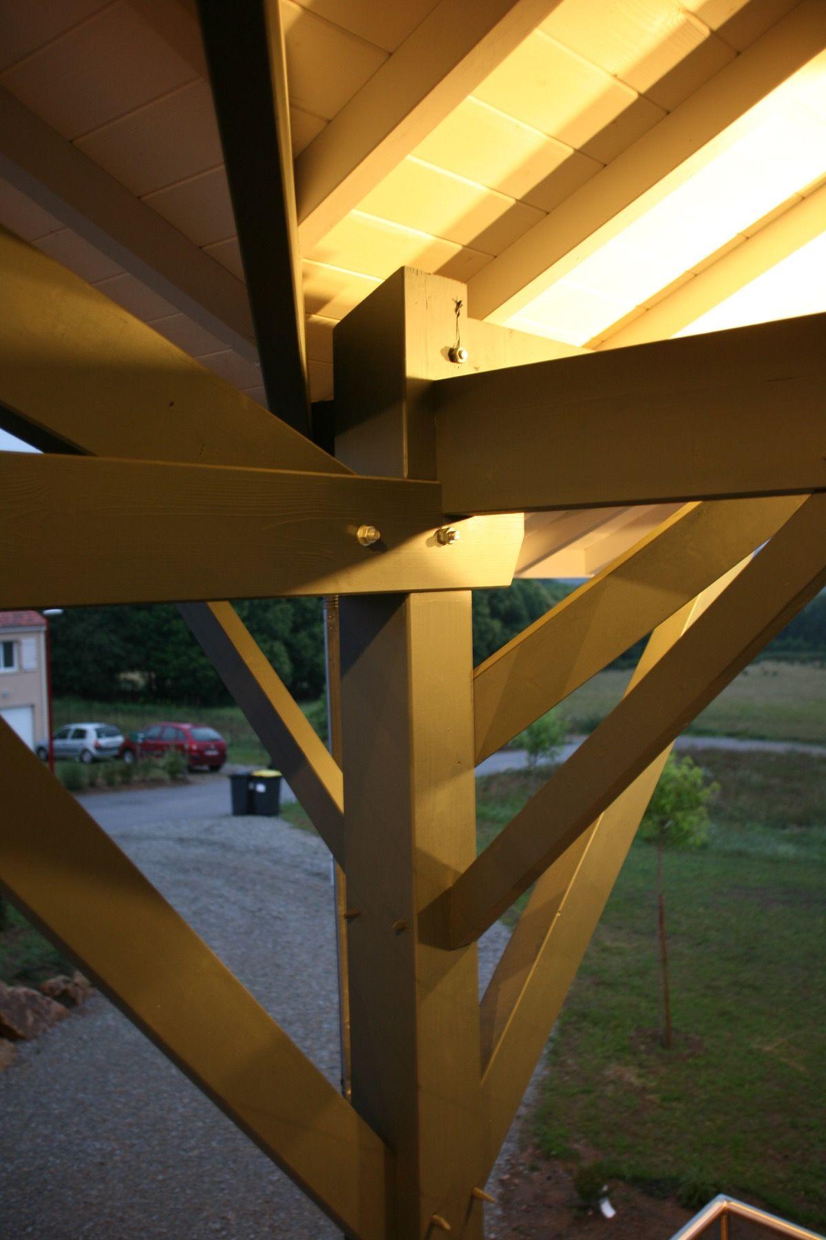 Charpentes en bois d'une maison