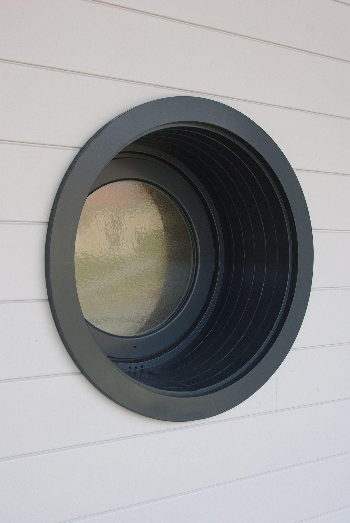 Fenêtres rondes maison en bois