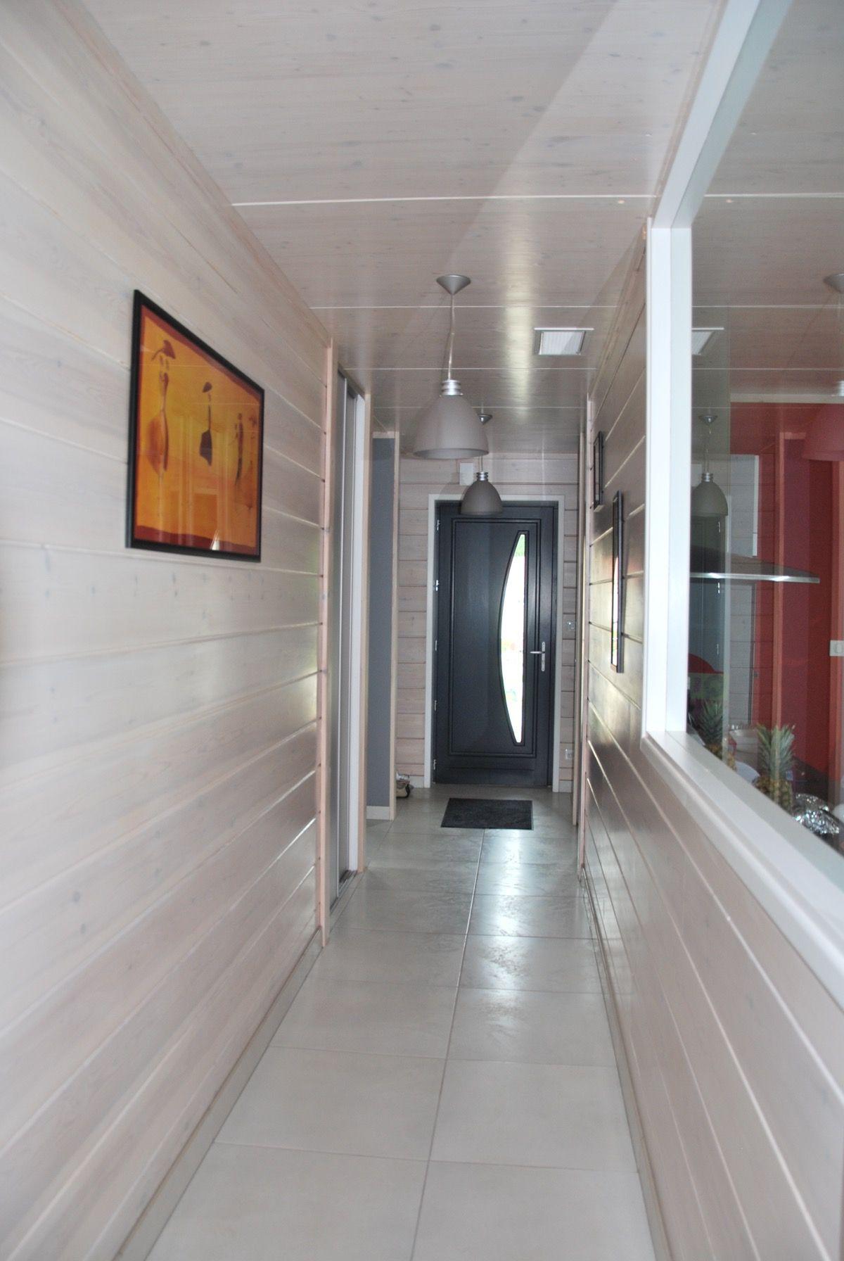 Couloir d'une maison en bois