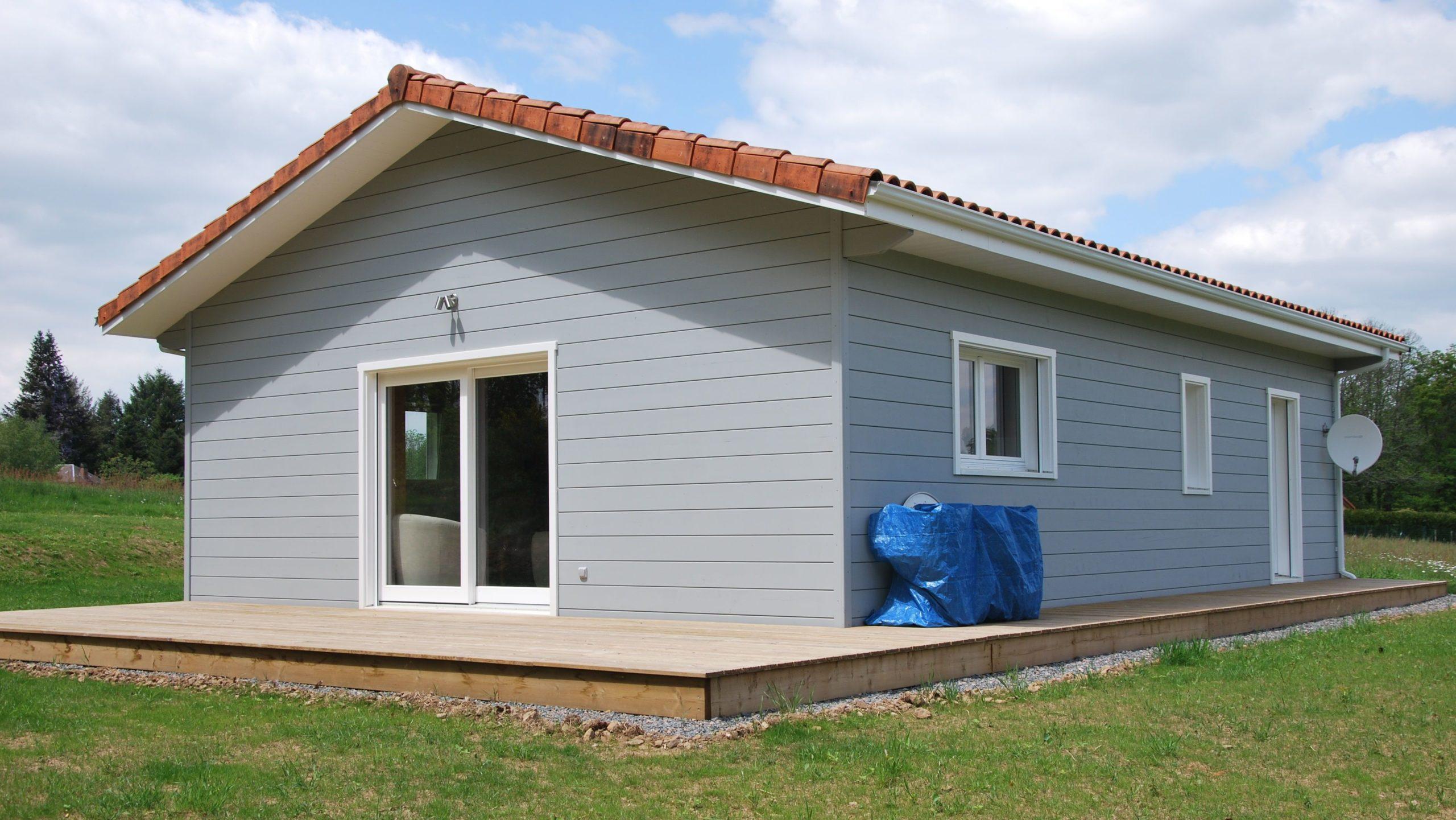 Habitation en Bois peinte Guillaumie
