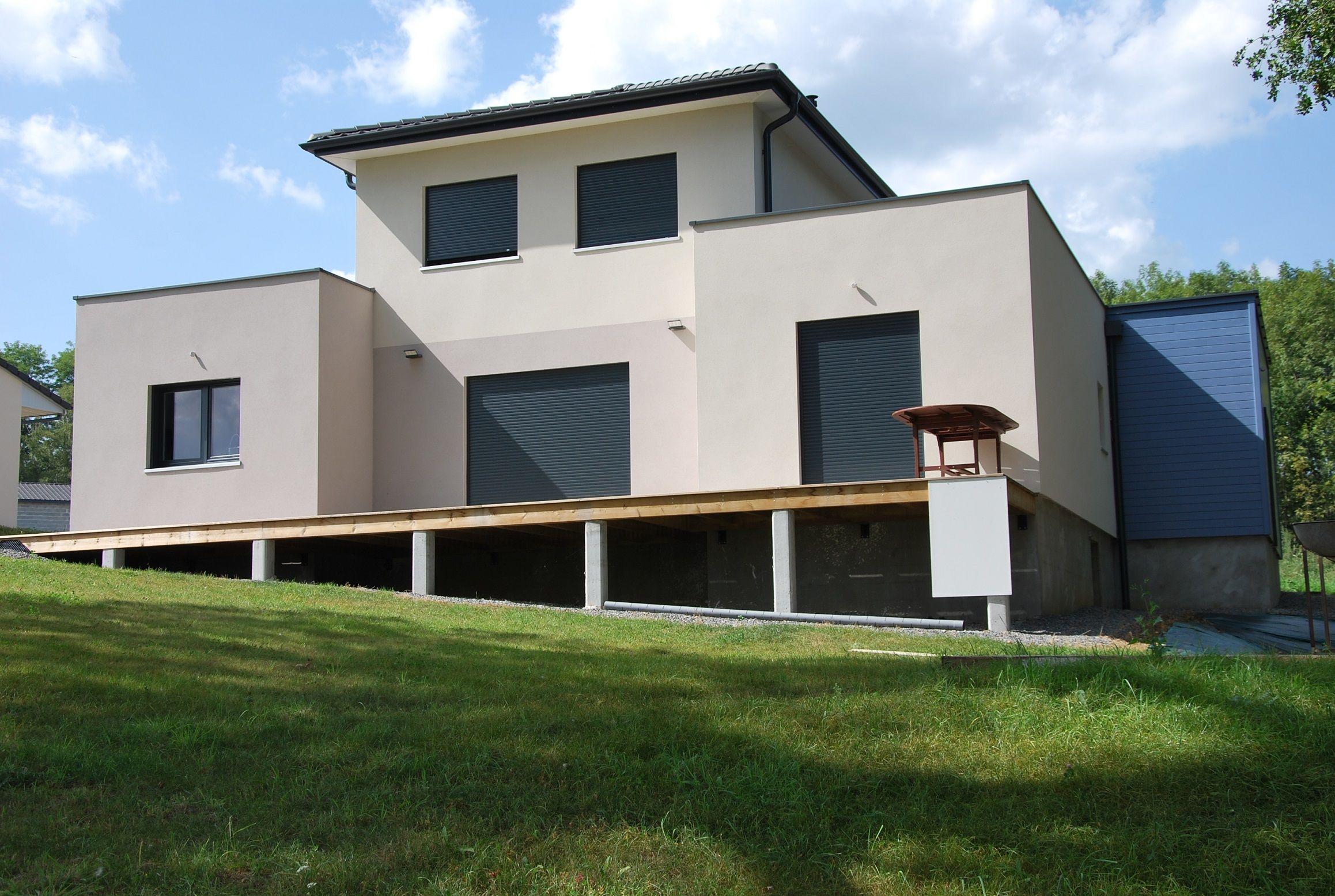 habitation en bois crépi